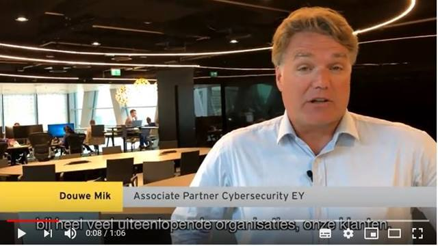 Cover Douwe Mik, Associate Partner Cybersecurity over werken in het cybersecurity team van EY