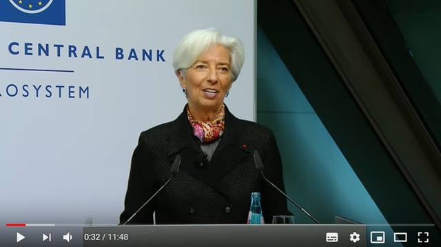 Video Christine Lagarde, President of the ECB, signing the euro banknotes